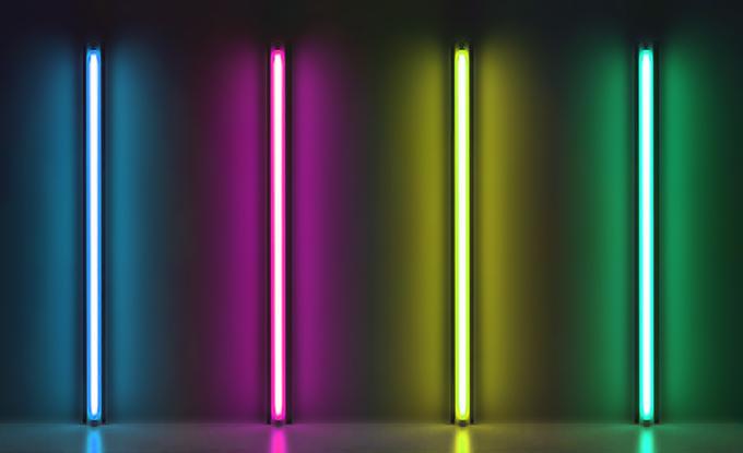 Oli Sorenson, LED Flavin, 2019, installation de tubes LED de 2 mètres chacun. Photo © Oli Sorenson 2019